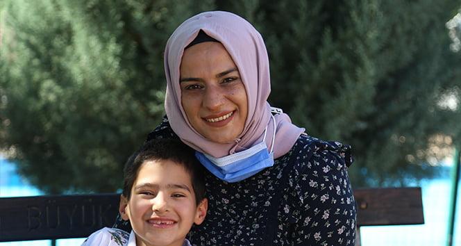 Oğlunun sağlığına kavuşması için her fırsatta Türkiye'nin yolunu tutuyor