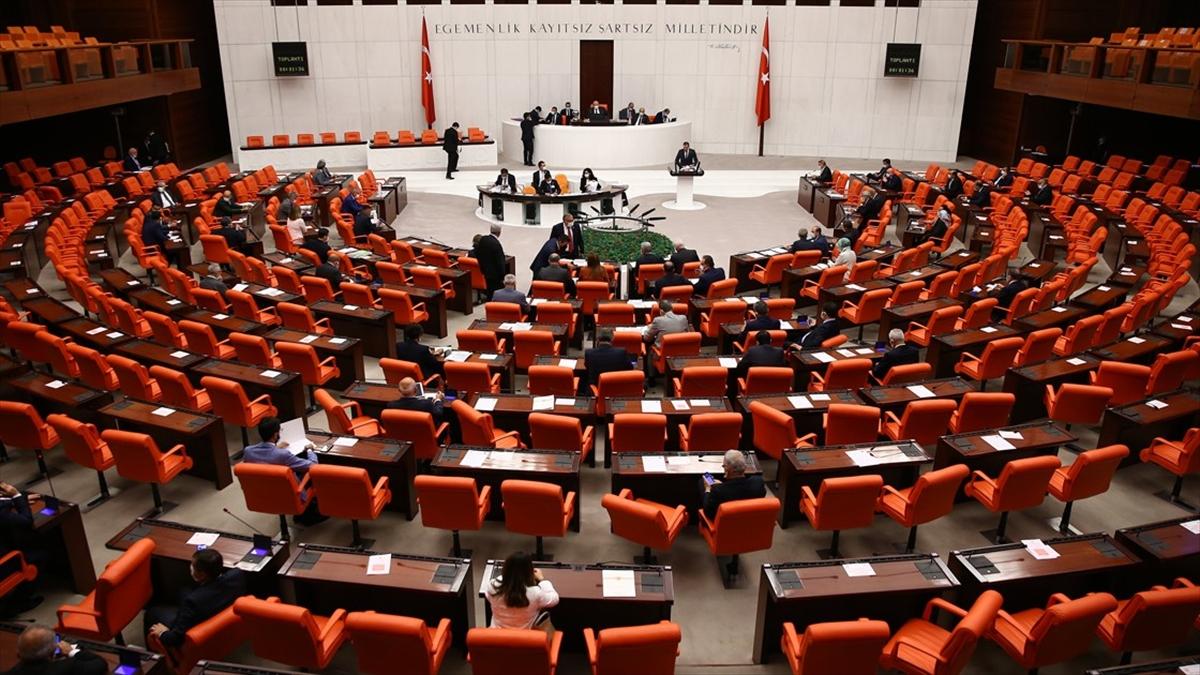 Türk askerinin Irak ve Suriye'deki görev süresi uzatıldı