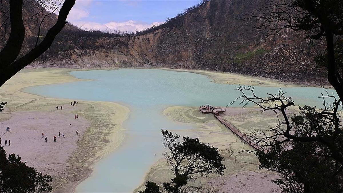 Endonezya'da yanardağ zirvesinde yüzlerce yıl saklı kalmış doğa hazinesi: Kawah Putih