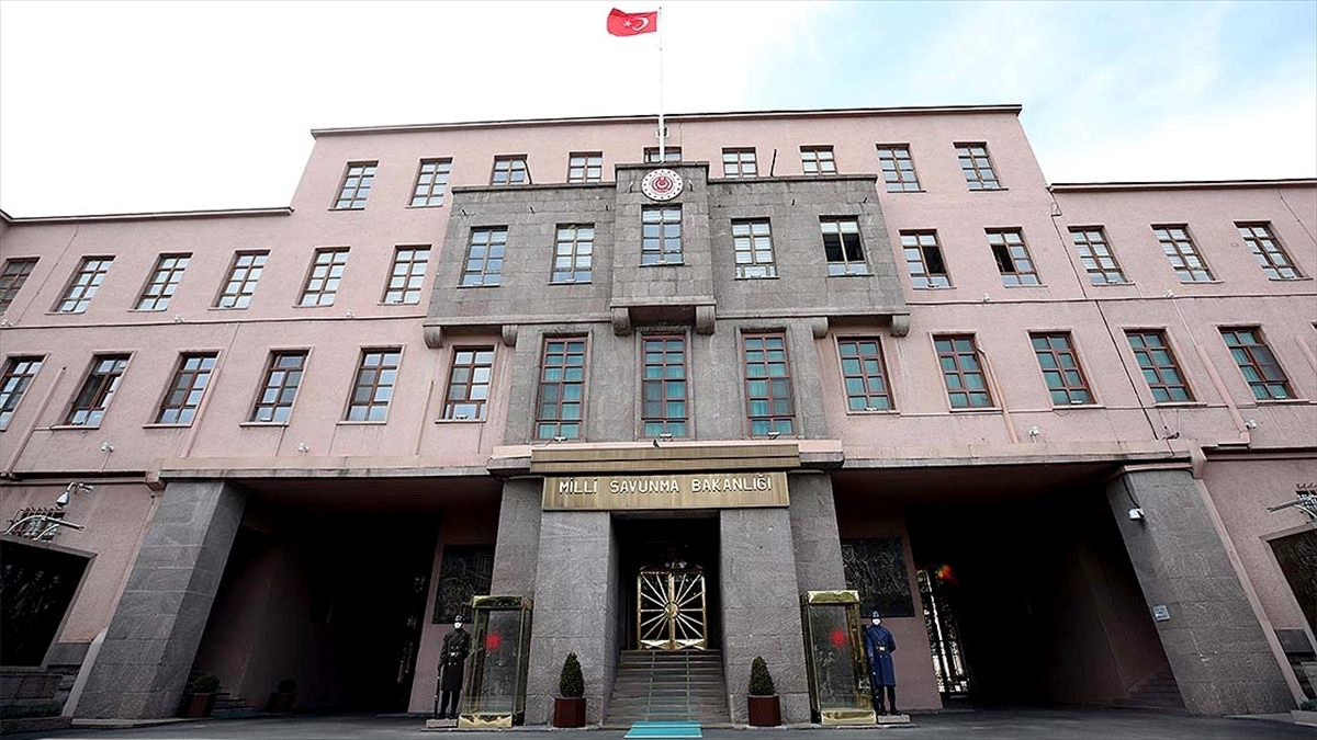 MSB: Azerbaycan ordusu Ermenistan'a cevabı cephede vermeye devam ediyor