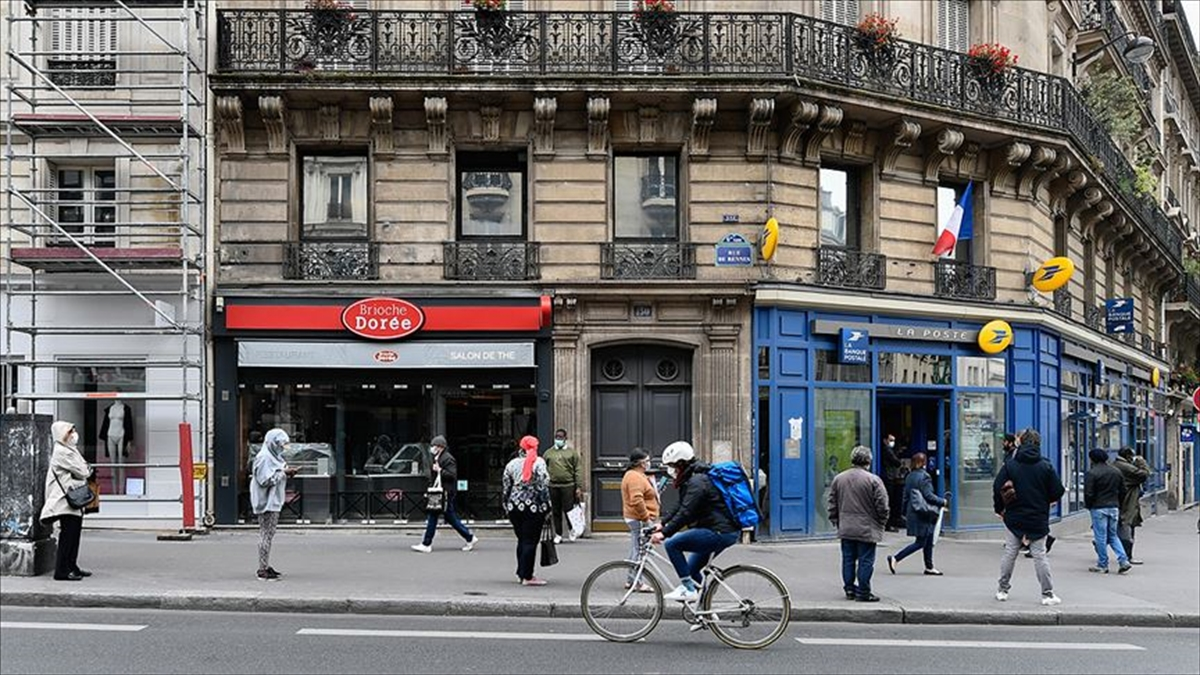 Fransa'da Kovid-19 nedeniyle son 6 ayın en yüksek günlük ölü sayısı kaydedildi