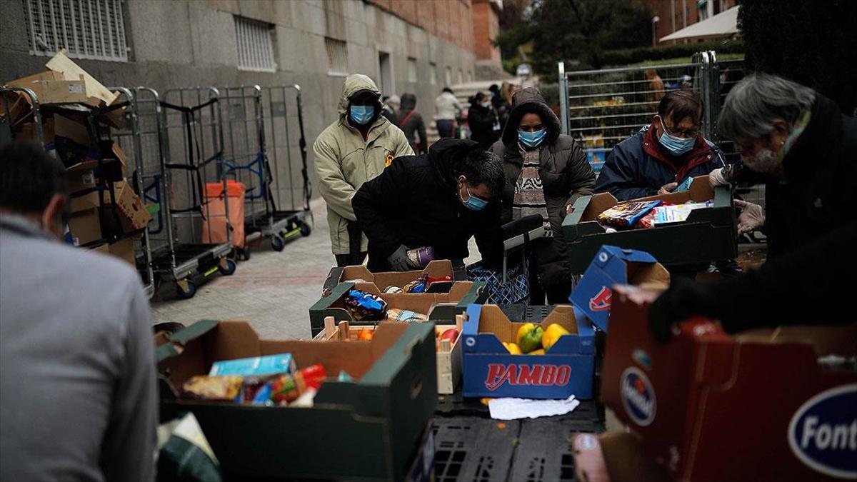 Kovid-19 İspanya'da gıda yardımları kuyruğunu uzattı