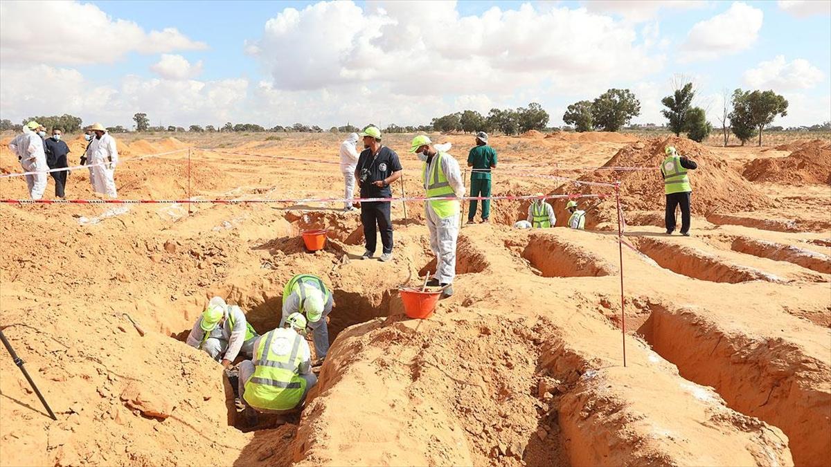 Libya'nın 'toplu mezarlar kenti' Terhune'de yeni cesetler çıkmaya devam ediyor