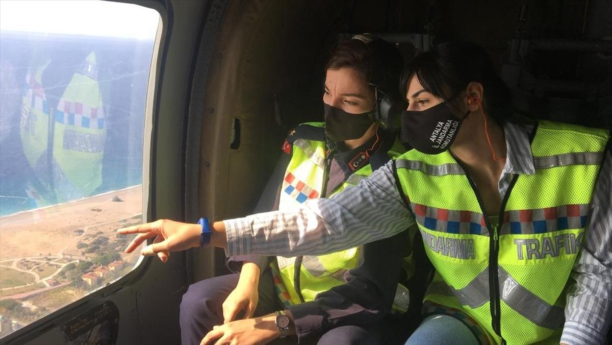 Kadın subaylar 'turizm başkenti'nin trafiğini havadan denetliyor
