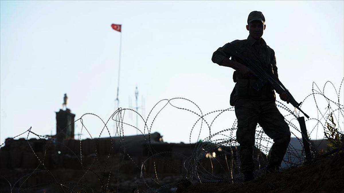 İkna edilen PKK'lı terörist Suriye sınırında teslim oldu