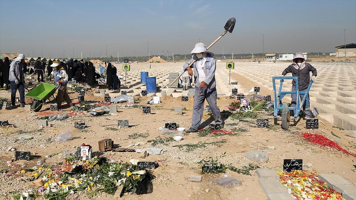İran'da son 24 saatte 482 kişi Kovid-19'dan hayatını kaybetti