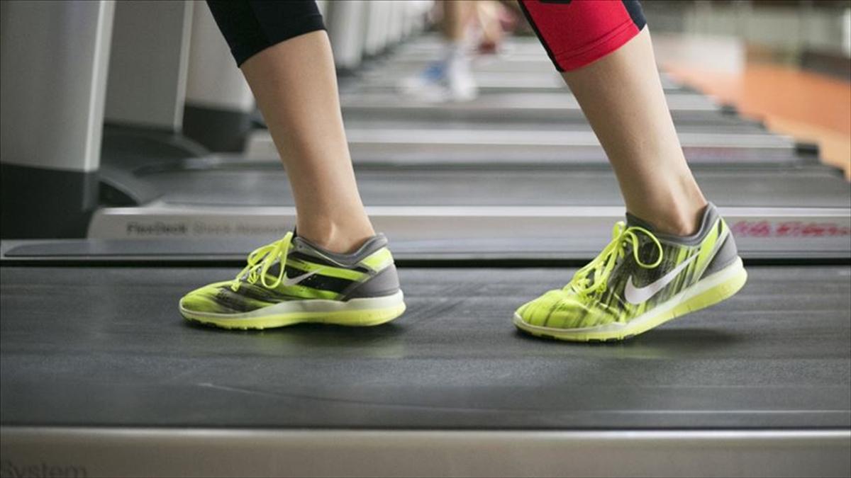 Kısıtlamalar nedeniyle evde kalan vatandaşlara egzersiz önerisi