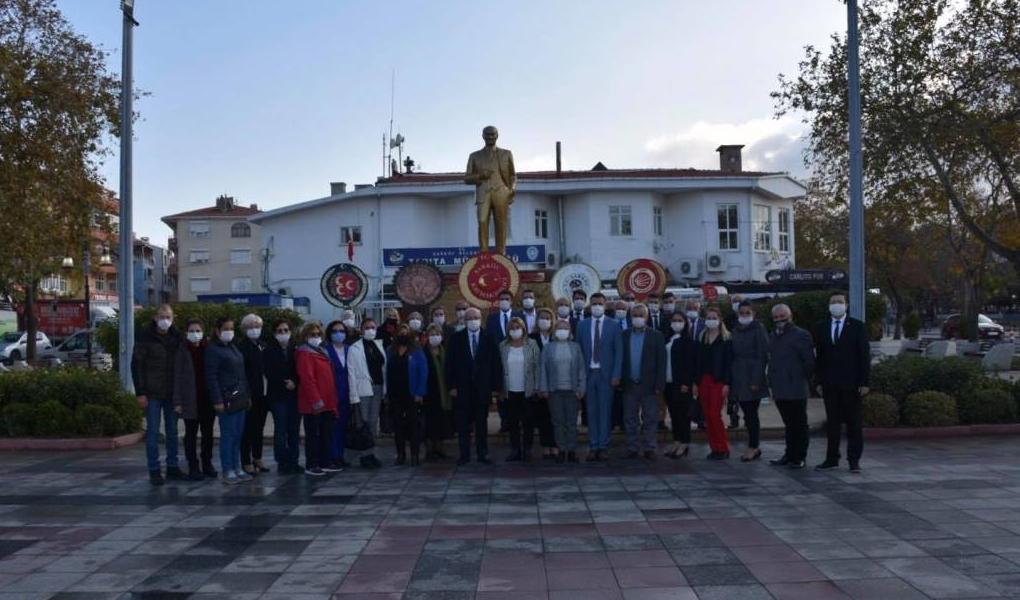 Başkan Kadir Albayrak Şarköy'de Çelenk Sunma Törenine Katıldı