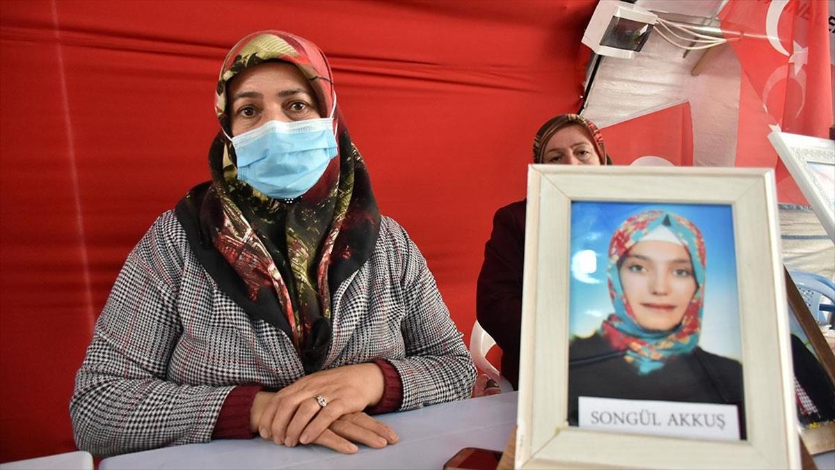 Diyarbakır annelerinden Akkuş: Türk bayrağının altında doğmuşuz, bu bayrağın altında öleceğiz