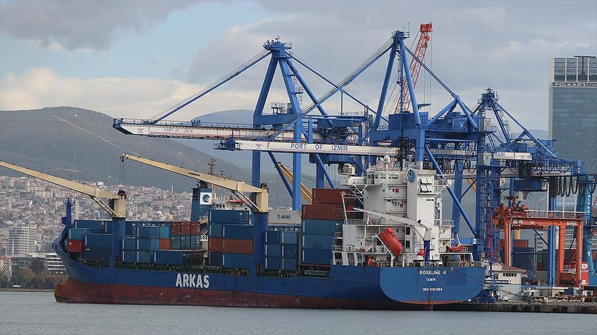 Akdeniz'de hukuk dışı arama yapılan Türk gemisi İzmir Limanı'na geldi