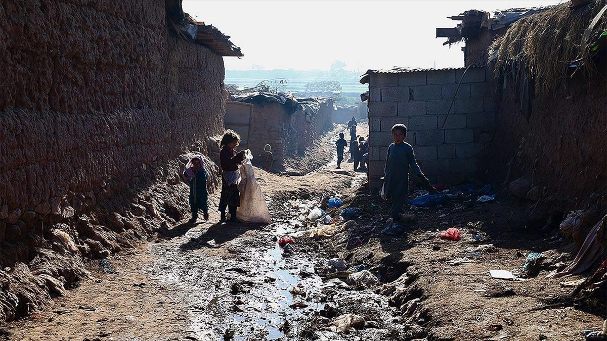 Pakistan'daki Afgan mültecilerin zorlu hayatı, kış şartlarıyla daha da güçleşiyor