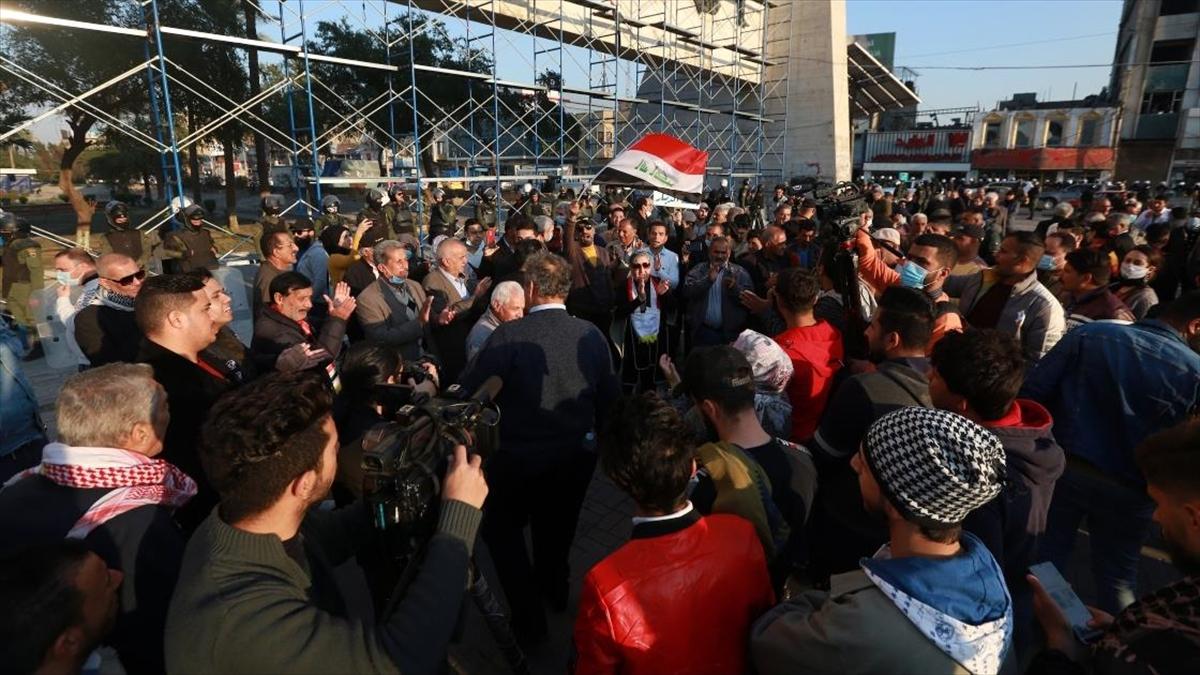 Irak'ta hükümetin yerel paranın değerini düşürmesine tepkiler sürüyor