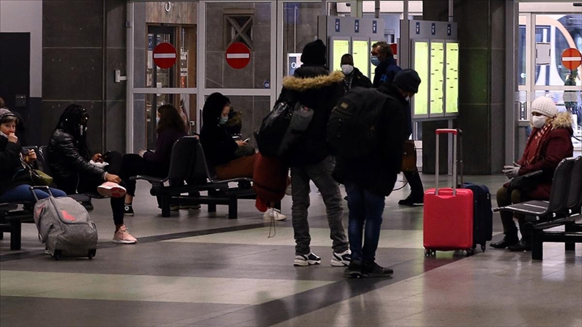 Fransa, İngiltere'ye uyguladığı seyahat yasağını kaldırdı