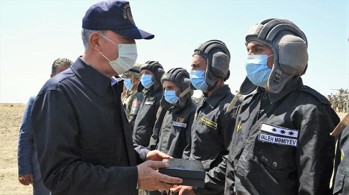 Azerbaycanlı subay, Hulusi Akar'a verdiği 'topraklarını kurtarma' sözünü tuttu