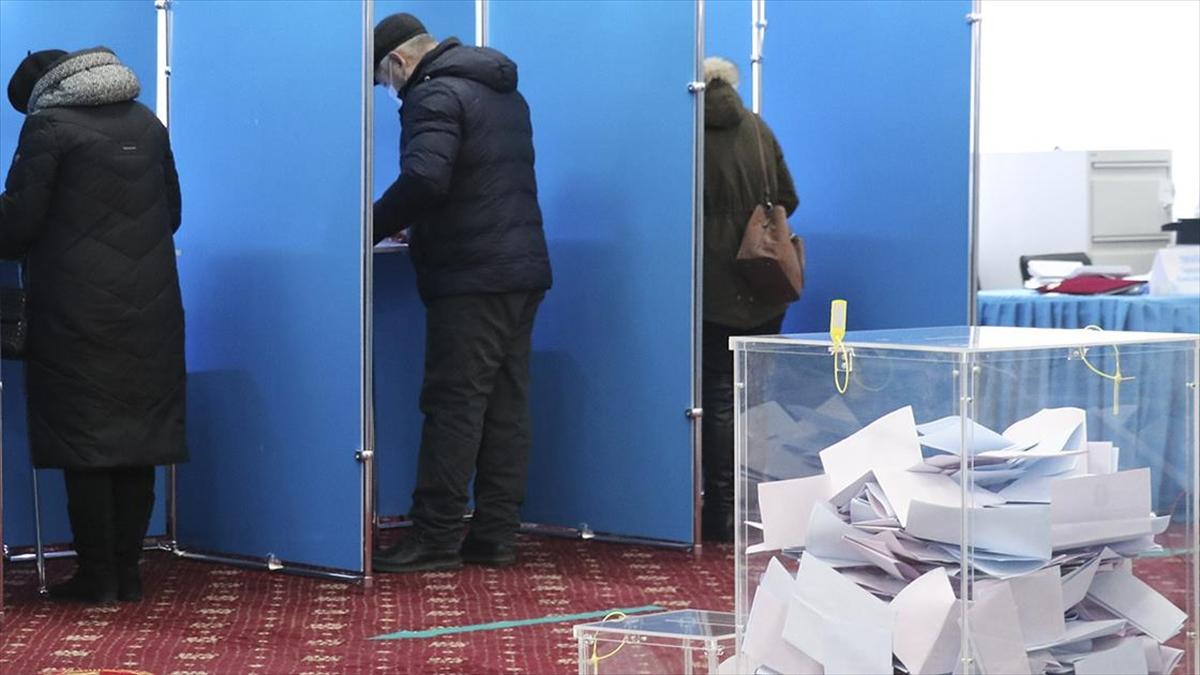 Kazakistan'da parlamento seçimine katılım oranı yüzde 63,3 oldu