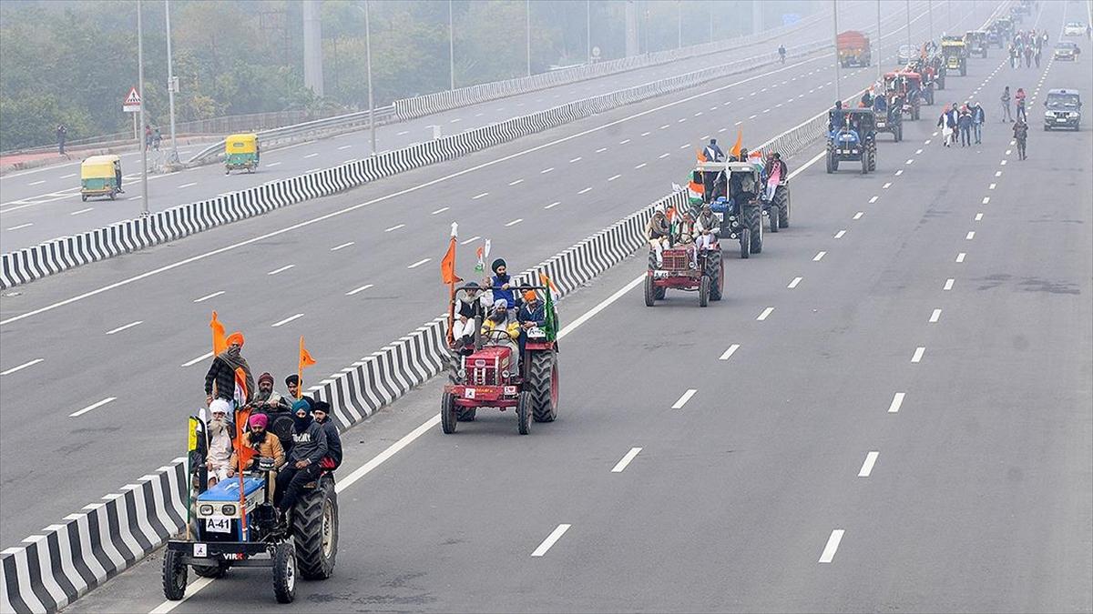 Hindistan'da çiftçilerin protesto ettiği tarım reformu askıya alındı