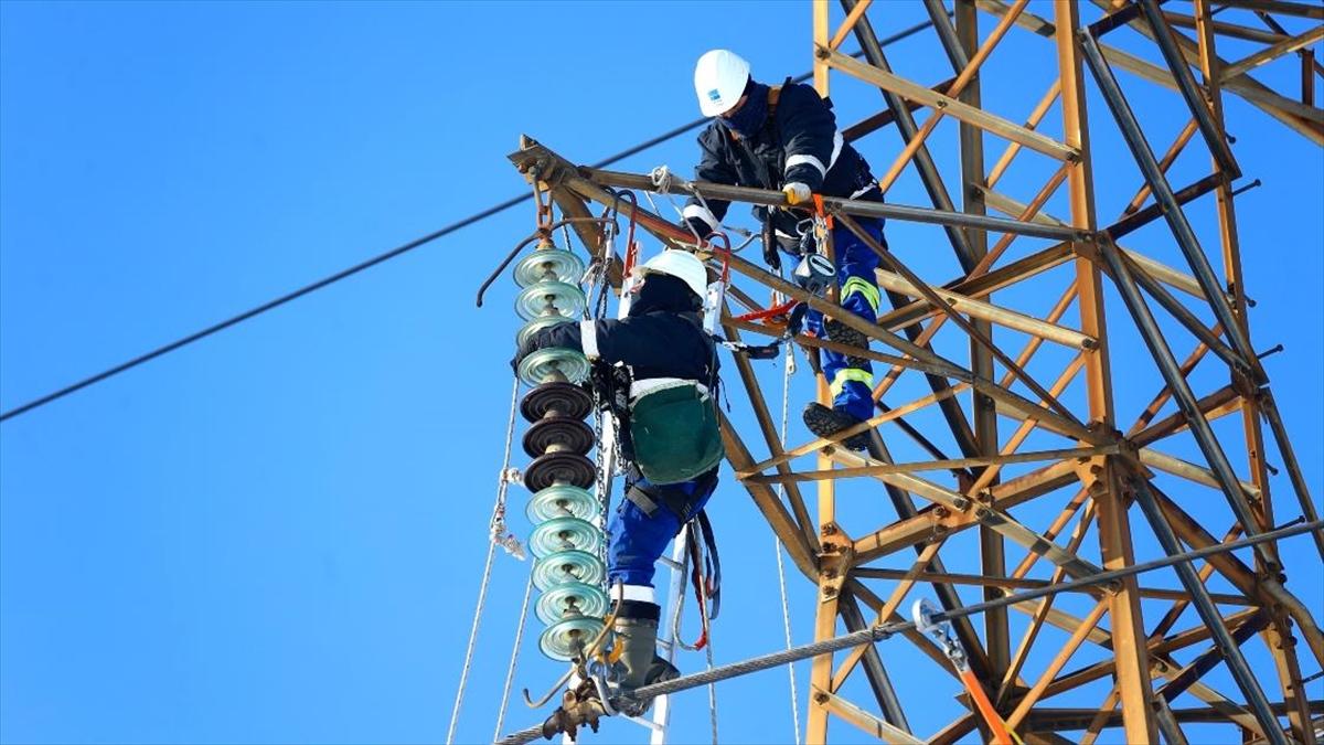 'Enerji timleri' kesintisiz enerji için zorlu şartlarda mücadele ediyor