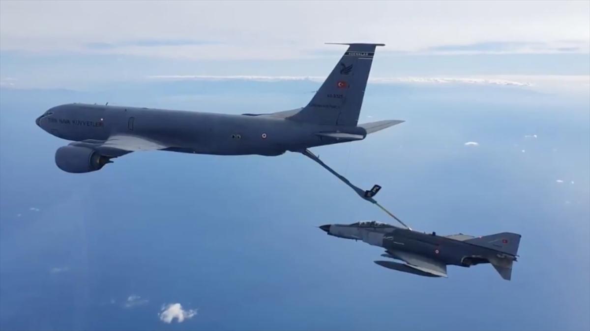 Hava Kuvvetleri Komutanlığına ait uçaklar Doğu Akdeniz'de eğitim uçuşu yaptı