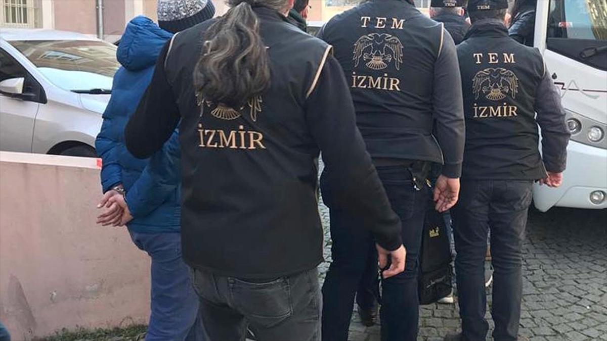 İzmir'de FETÖ'nün hücre evlerine yönelik operasyonda 35 şüpheli yakalandı
