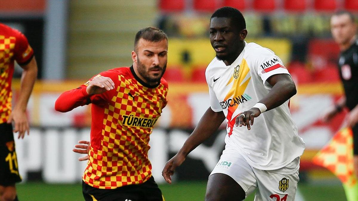 Göztepe, iki kez öne geçtiği müsabakada Yeni Malatyaspor'la berabere kaldı