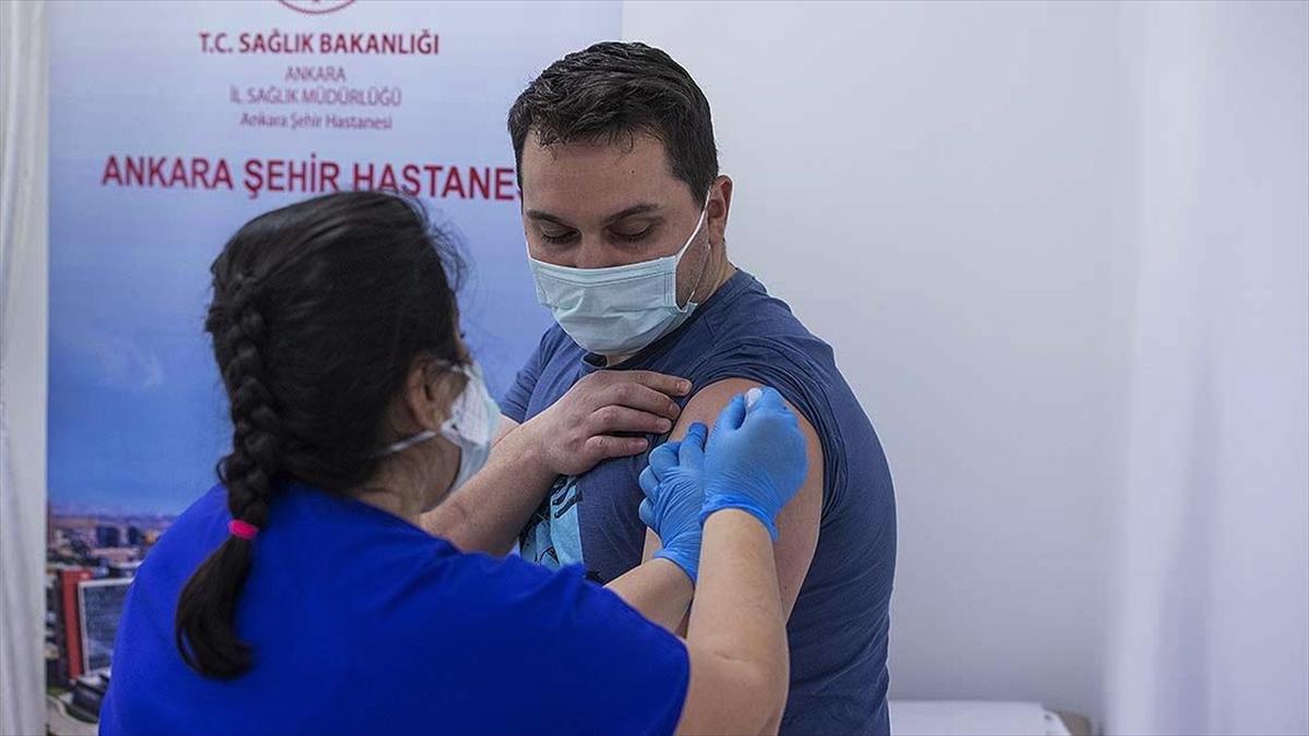 Sağlık çalışanları ikinci doz Kovid-19 aşılarını bu hafta olmaya başlıyor