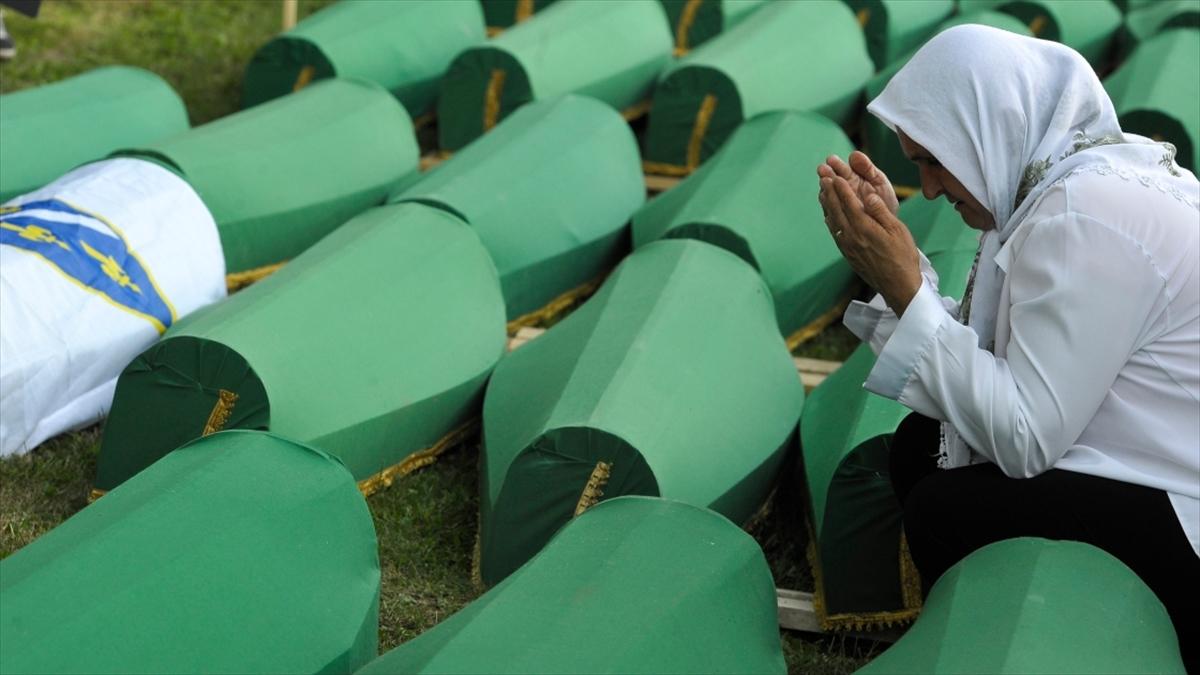 Hollanda hükümetinden Srebrenitsa'da görev yapmış askerlere jest