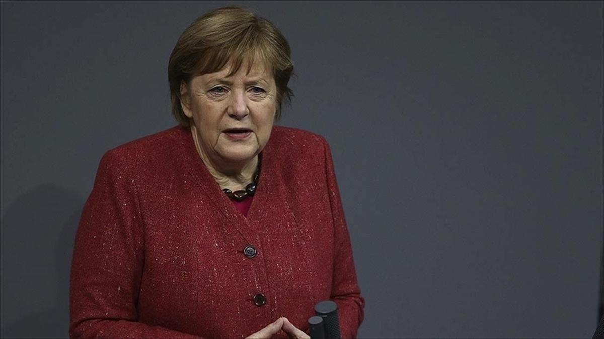 Almanya Başbakanı Merkel: Irkçılık ve nefret zehirdir