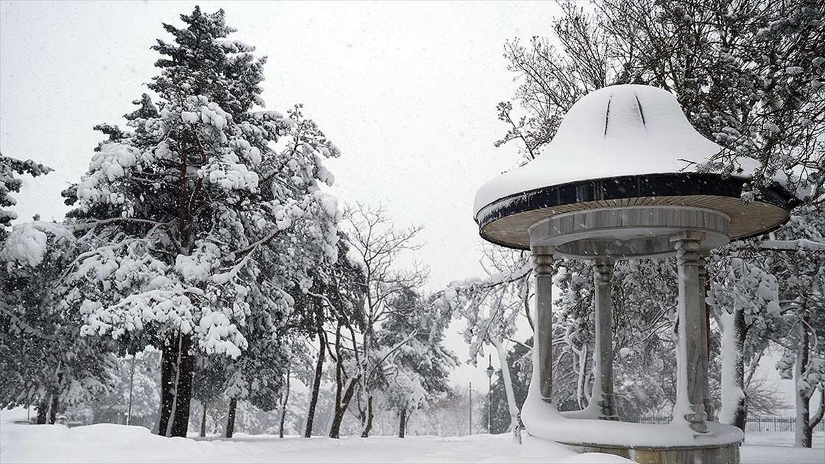 Kar yağışının çarşamba akşamı Türkiye'yi terk etmesi bekleniyor