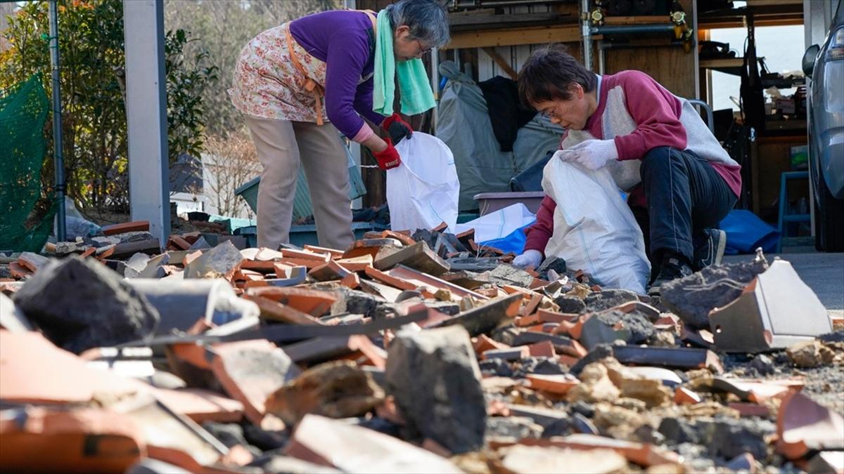 Fukuşima'daki 7,3'lük depremde 160 kişi yaralandı