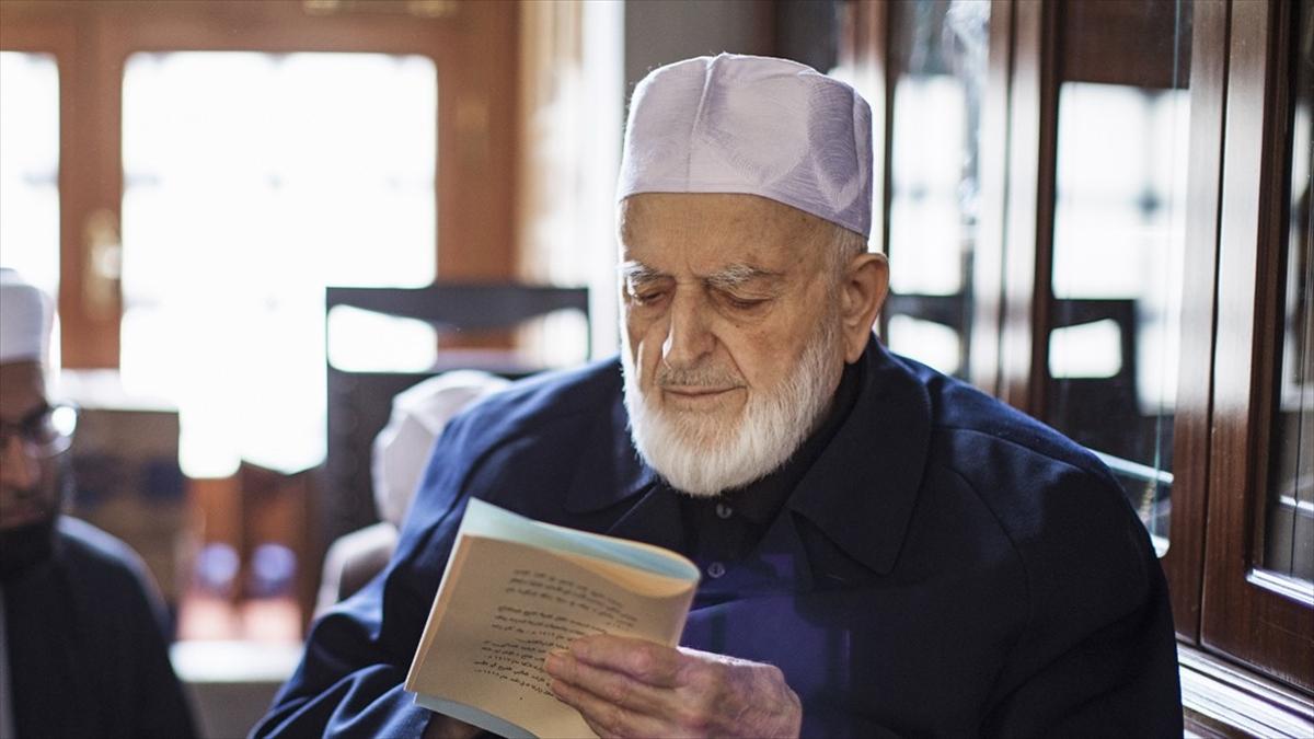 Hadis alimi M. Emin Saraç'ın cenazesi Fatih Camisi haziresine defnedilecek
