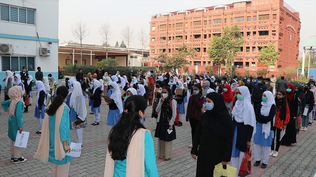Pak-Türk Maarif Okullarına giriş sınavına 7 bini aşkın öğrenci katıldı