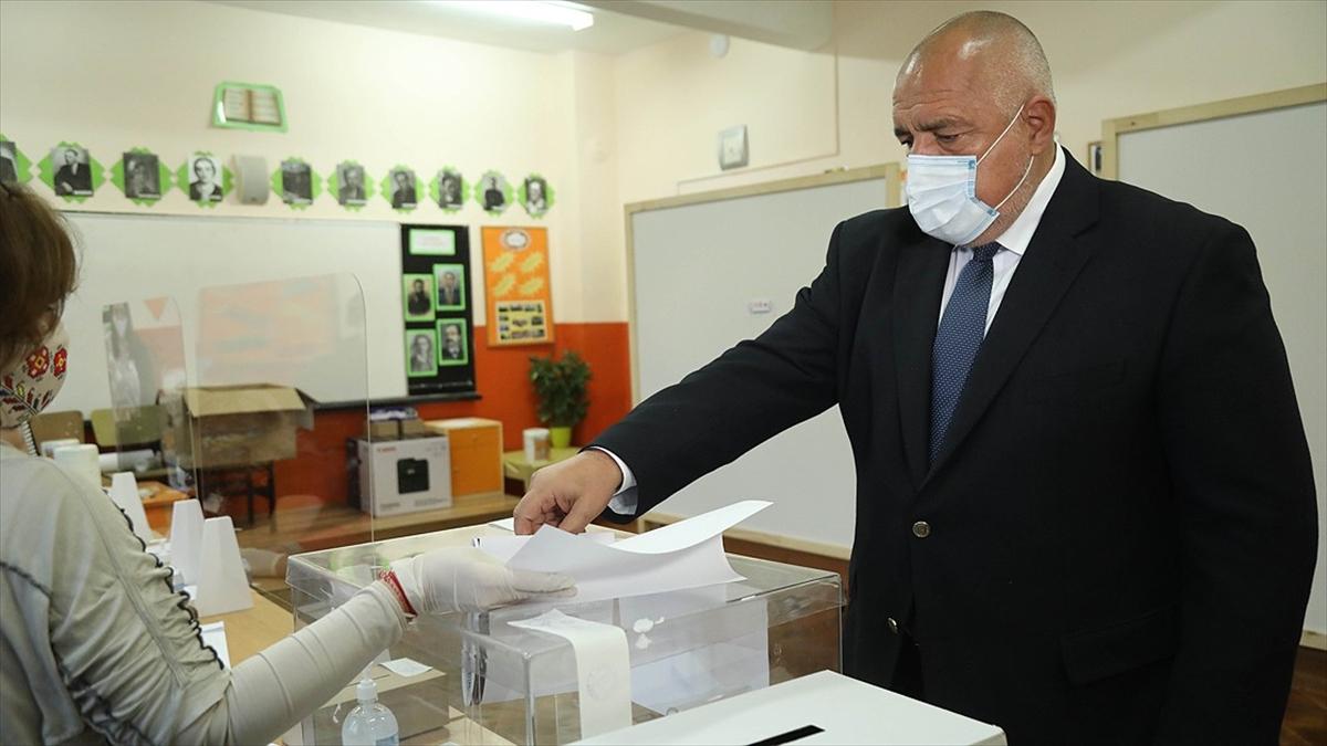 Bulgaristan'daki seçimi sandık çıkış anketine göre Başbakan Borisov'un partisi kazandı