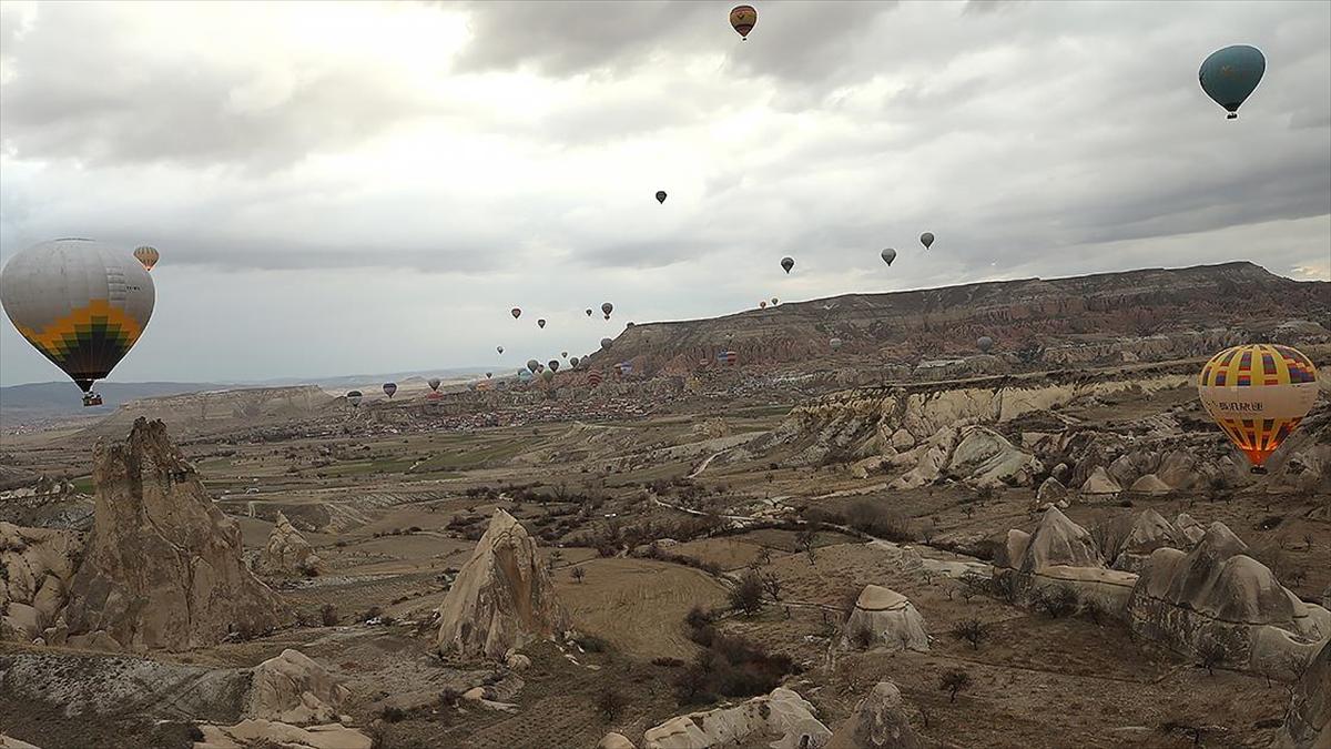 Kapadokya'da sıcak hava balon turları rüzgar nedeniyle 3 gündür yapılamıyor