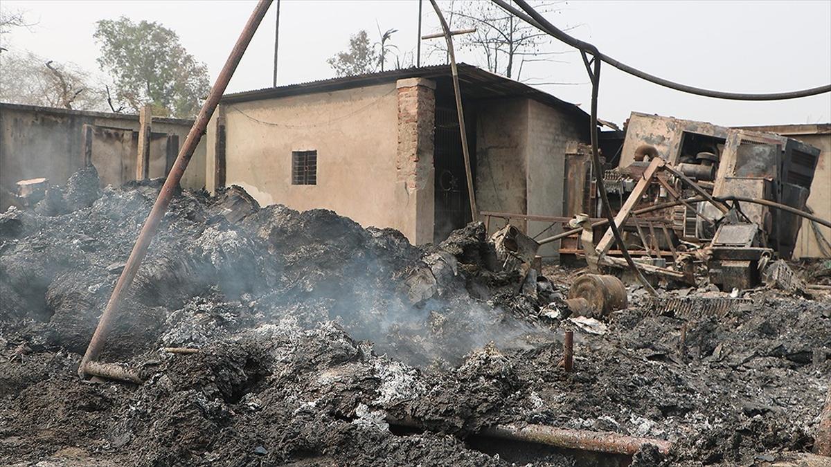 Cammu Keşmir'de Arakanlı Müslümanların kampında çıkan yangında 20'den fazla baraka yandı