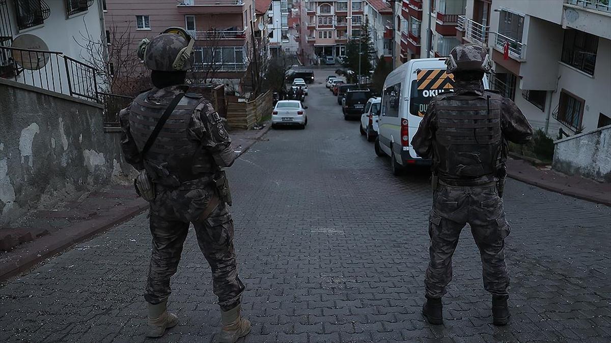 Ankara merkezli 8 ilde uyuşturucu satıcılarına yönelik başlatılan 'Vadi' operasyonunda 81 şüpheli yakalandı