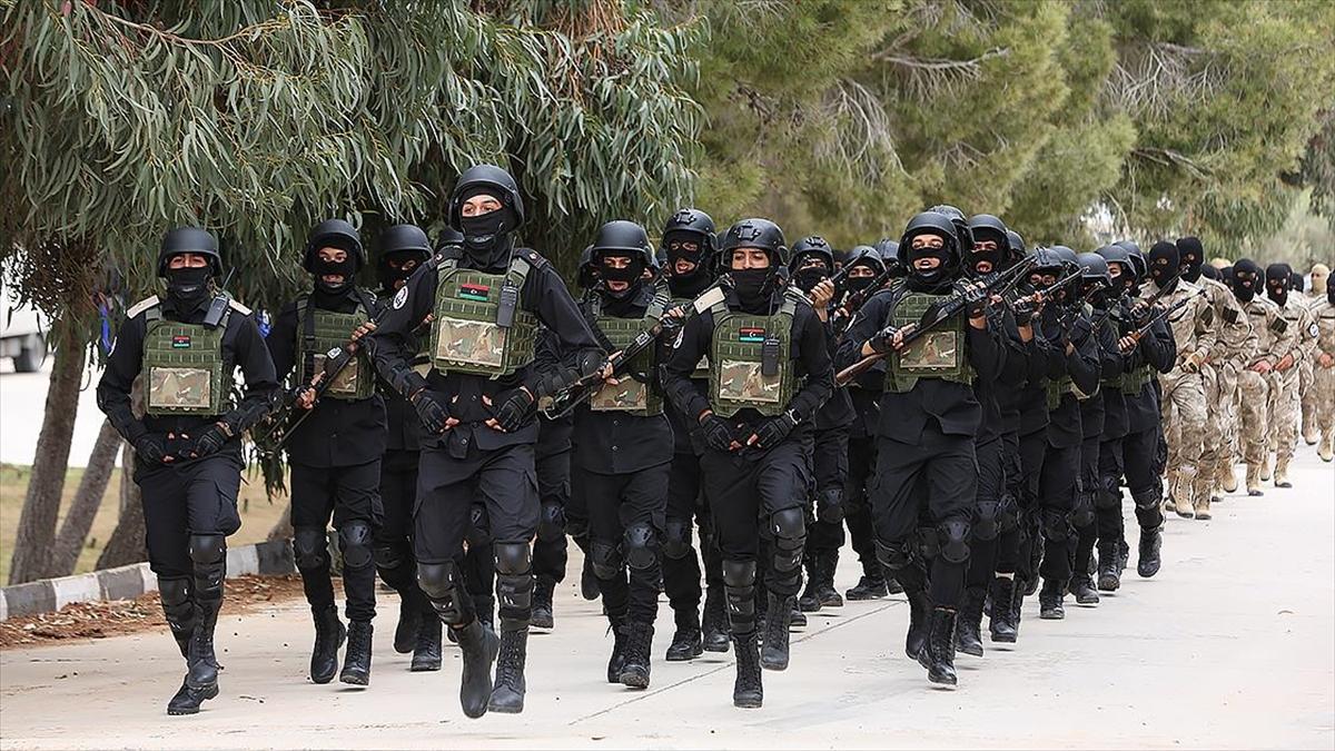 Libya'da TSK'nin terörle mücadele eğitimi verdiği askeri öğrenciler törenle mezun oldu
