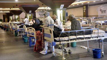 Hindistan'da Kovid-19 salgınında günlük vaka sayısı 185 bine yaklaştı