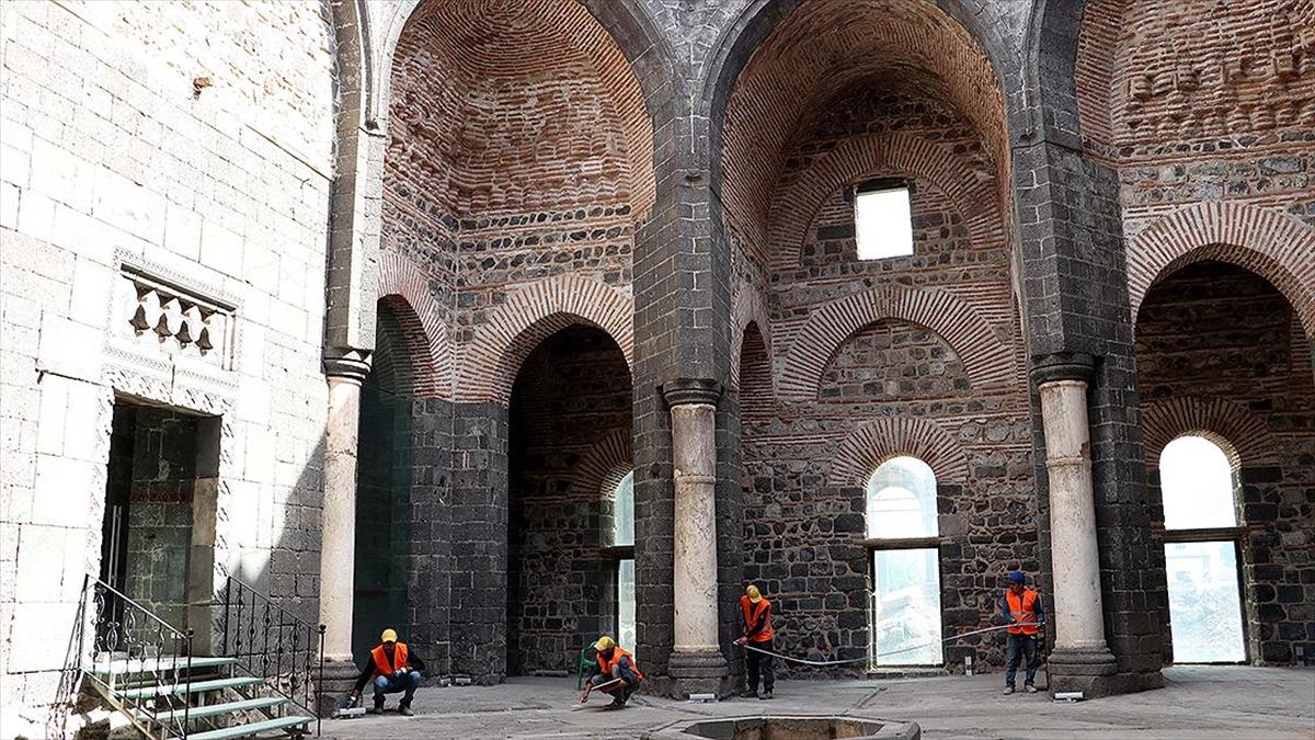 Diyarbakır'da 1800 yıllık Saint George Kilisesi onarılıyor