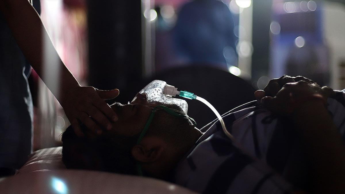 Hindistan'da Kovid-19 nedeniyle son 24 saatte 4 bin 157 kişi hayatını kaybetti