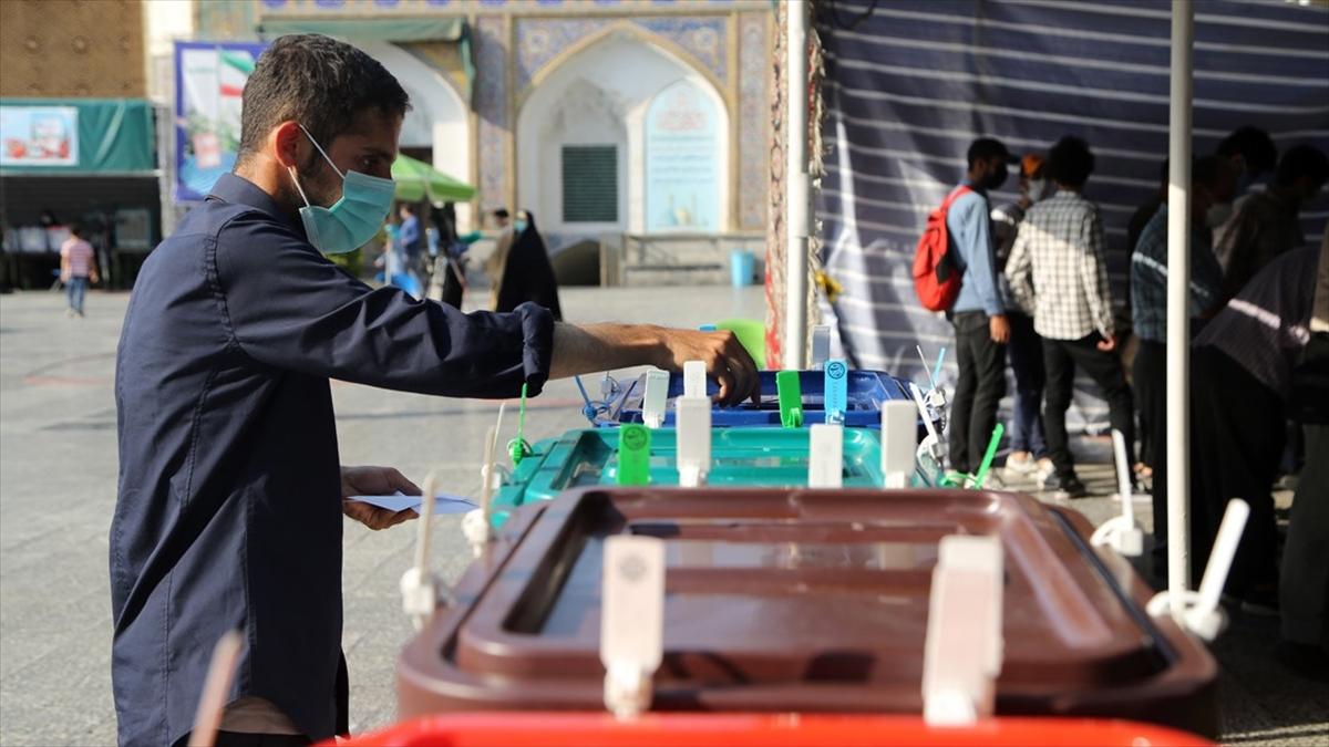 İran'da cumhurbaşkanlığı seçimlerine katılım düşük oldu