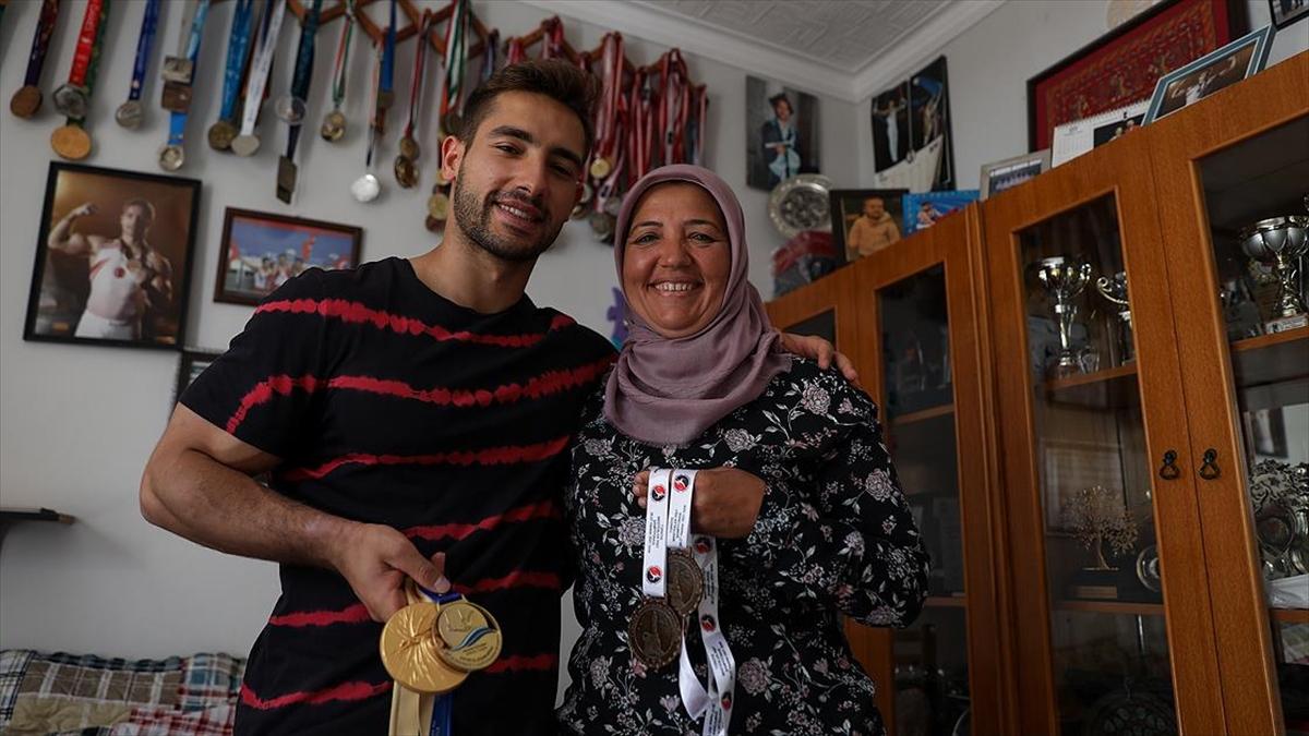 Milli cimnastikçi İbrahim Çolak annesiyle kurduğu 'olimpiyat şampiyonluğu' hayalini gerçekleştirmek istiyor