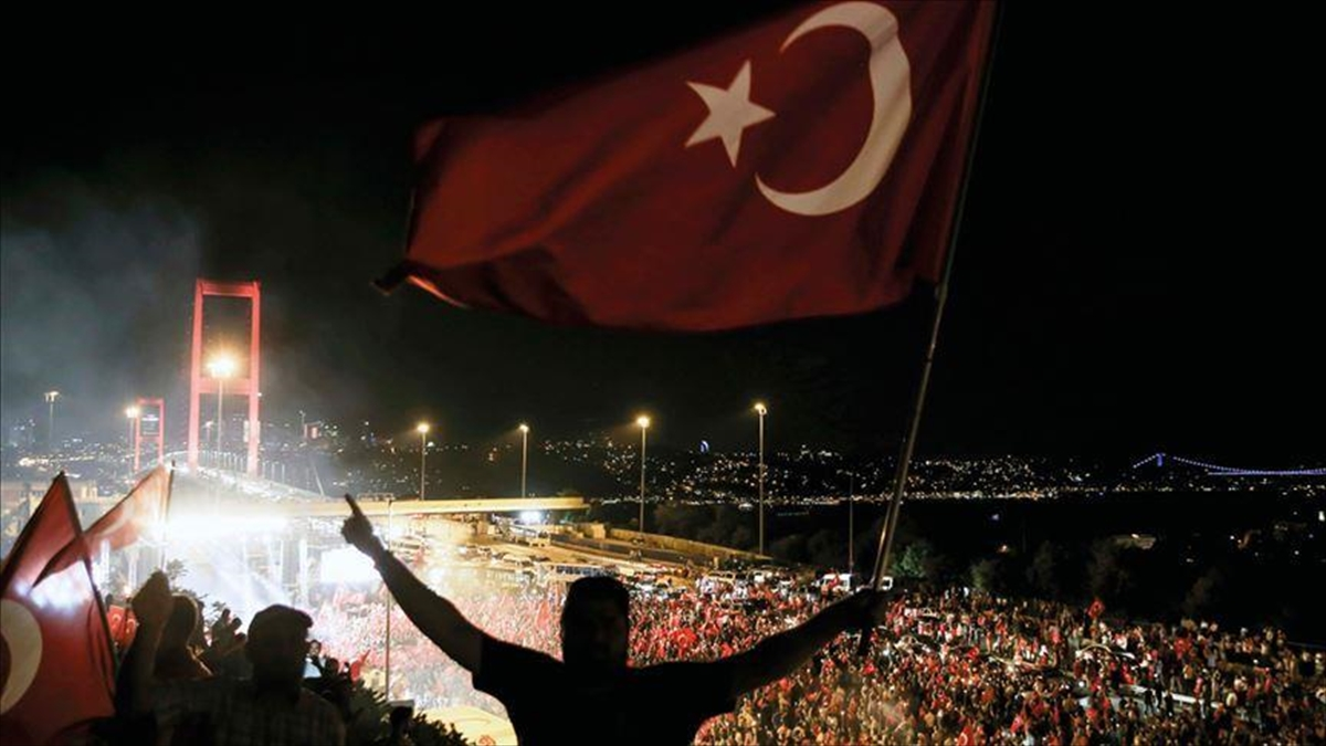 Fransız siyaset bilimci Saint-Prot: Türk halkı darbe girişimini reddederek kararlı ve istisnai tepki verdi