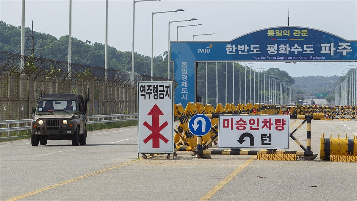 Kuzey ve Güney Kore arasında 1 yılın ardından ilk telefon görüşmesi gerçekleştirildi