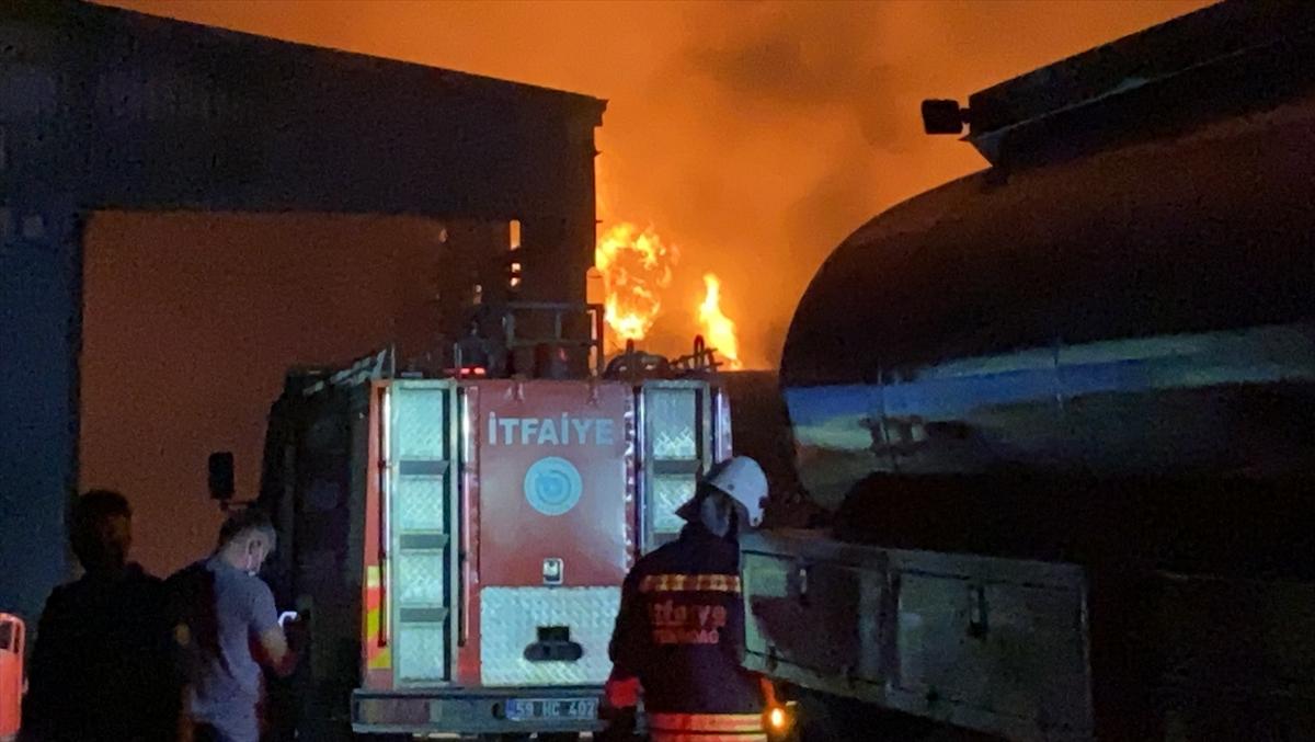 Tekirdağ'da geri dönüşüm fabrikasında çıkan yangın hasara neden oldu