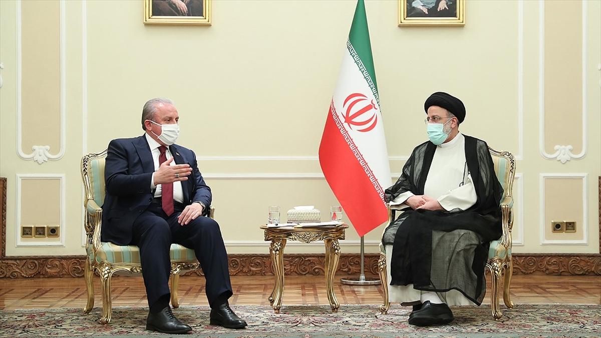 TBMM Başkanı Şentop, İran Cumhurbaşkanı Reisi ile bir araya geldi