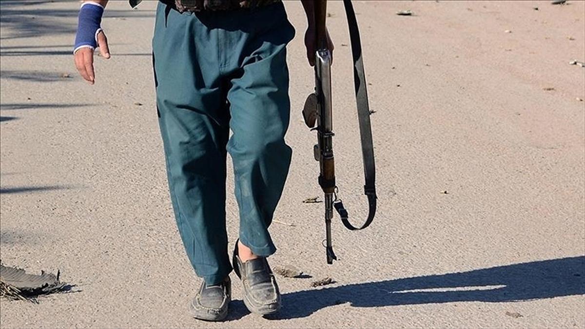 Afgan hükümet güçlerinin son 4 günde Taliban'a karşı kontrolü kaybettiği vilayet merkezi sayısı 6'ya yükseldi