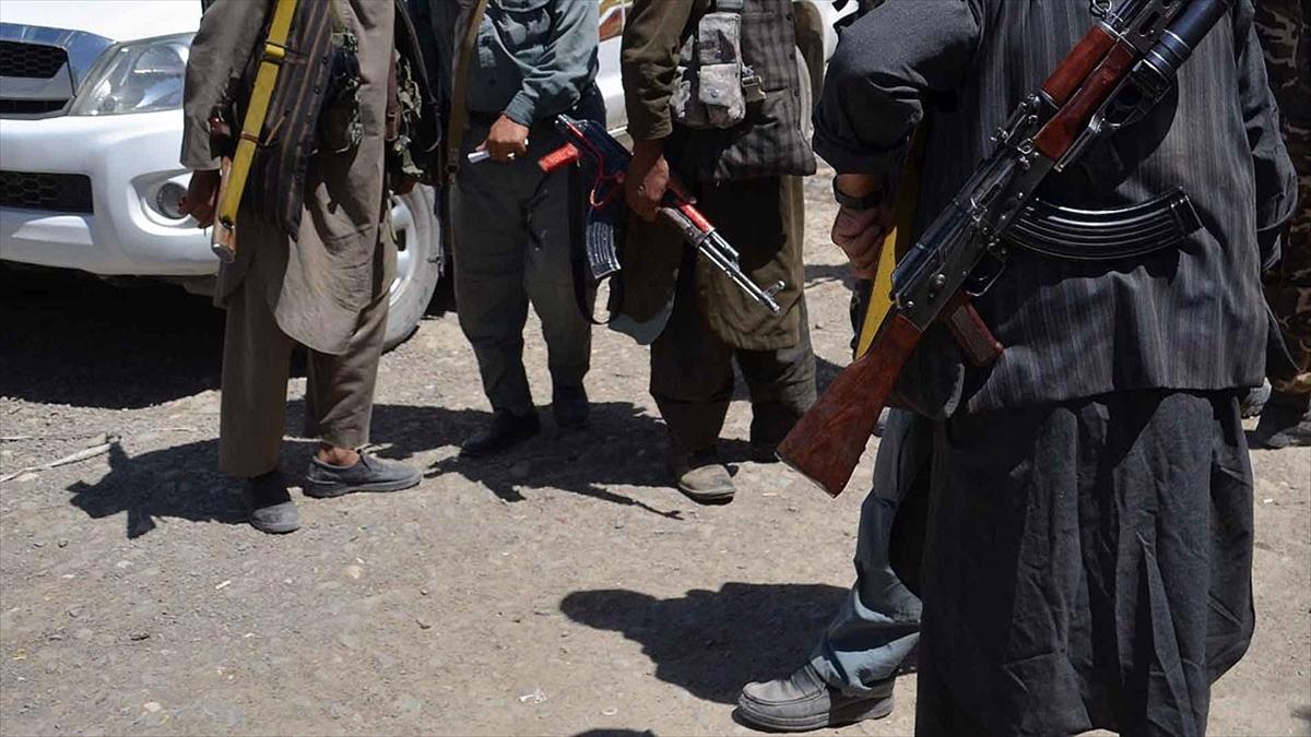 Afganistan'da Taliban ilk kez bir kolordu komutanlığını ele geçirdi