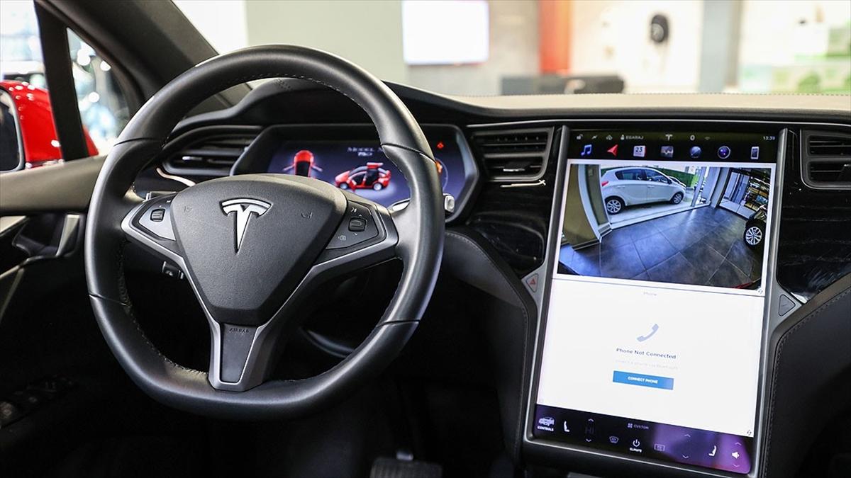 ABD'de Tesla'nın 'otopilot' sürücü destek sistemine yönelik soruşturma başlatıldı