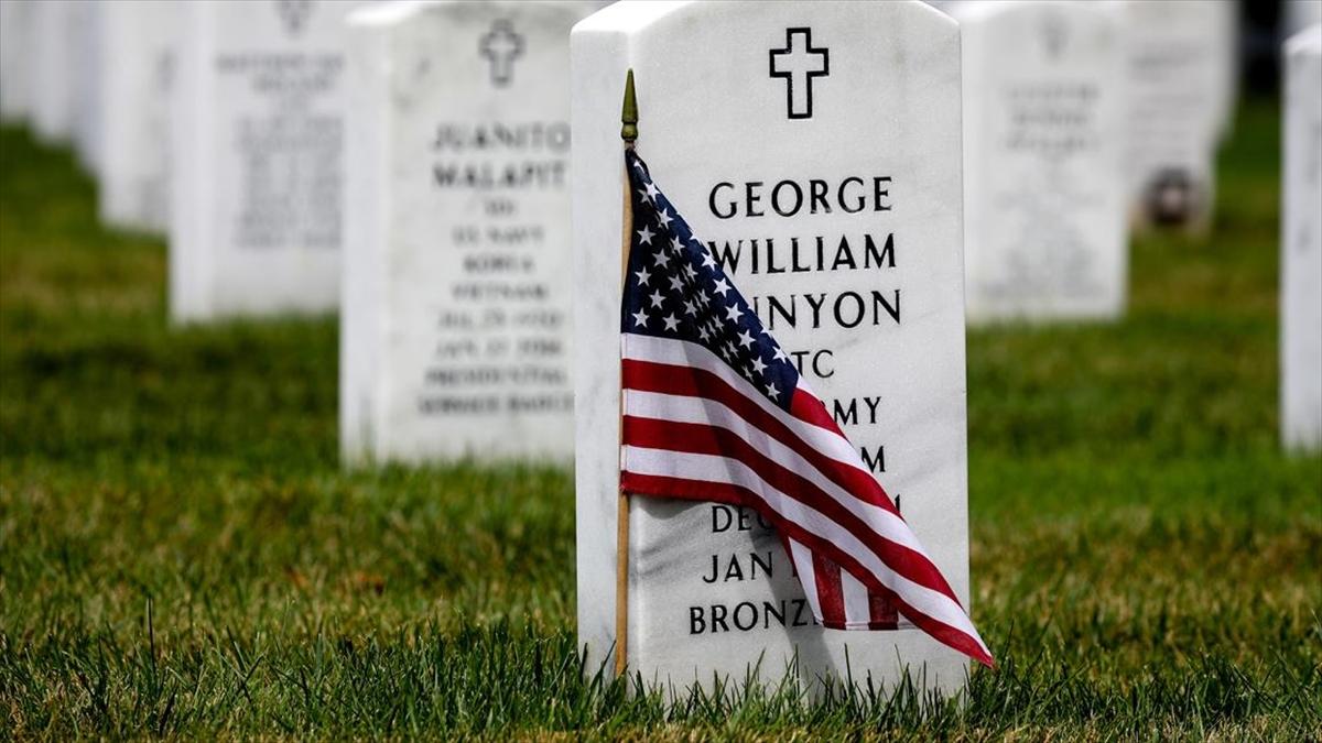 ABD'nin Afganistan'da 20 yıl süren en uzun savaşında 2 bin 400'den fazla Amerikan askeri yaşamını yitirdi