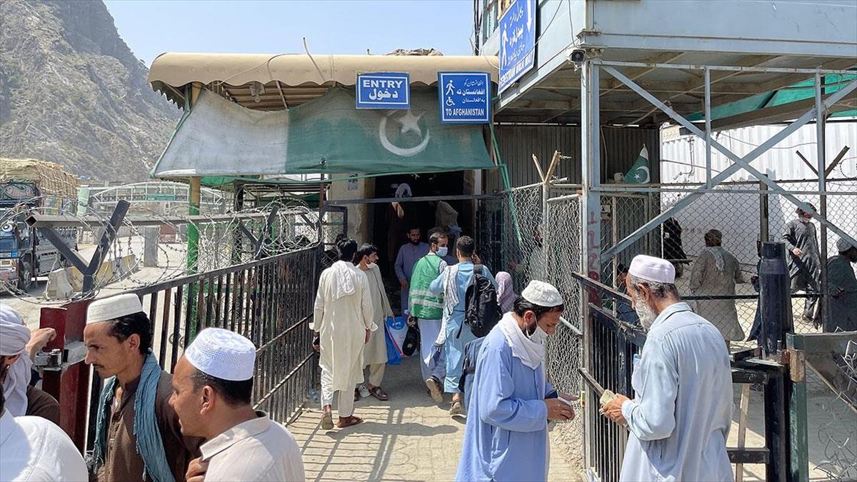 Pakistan'a gitmek isteyen Afganların sınırdaki bekleyişi sürüyor